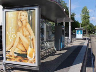 A Grenoble, Paysages de France lance un ultimatum à Eric Piolle. Pourqu'il retire ou s'engage à le faire, la publicité numérique des abribus.