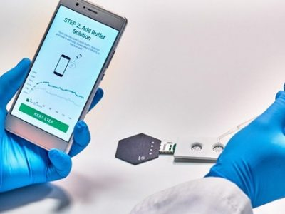 Un prototype de test Covid salivaire numérique mis au point par la start-up grenobloise Grapheal